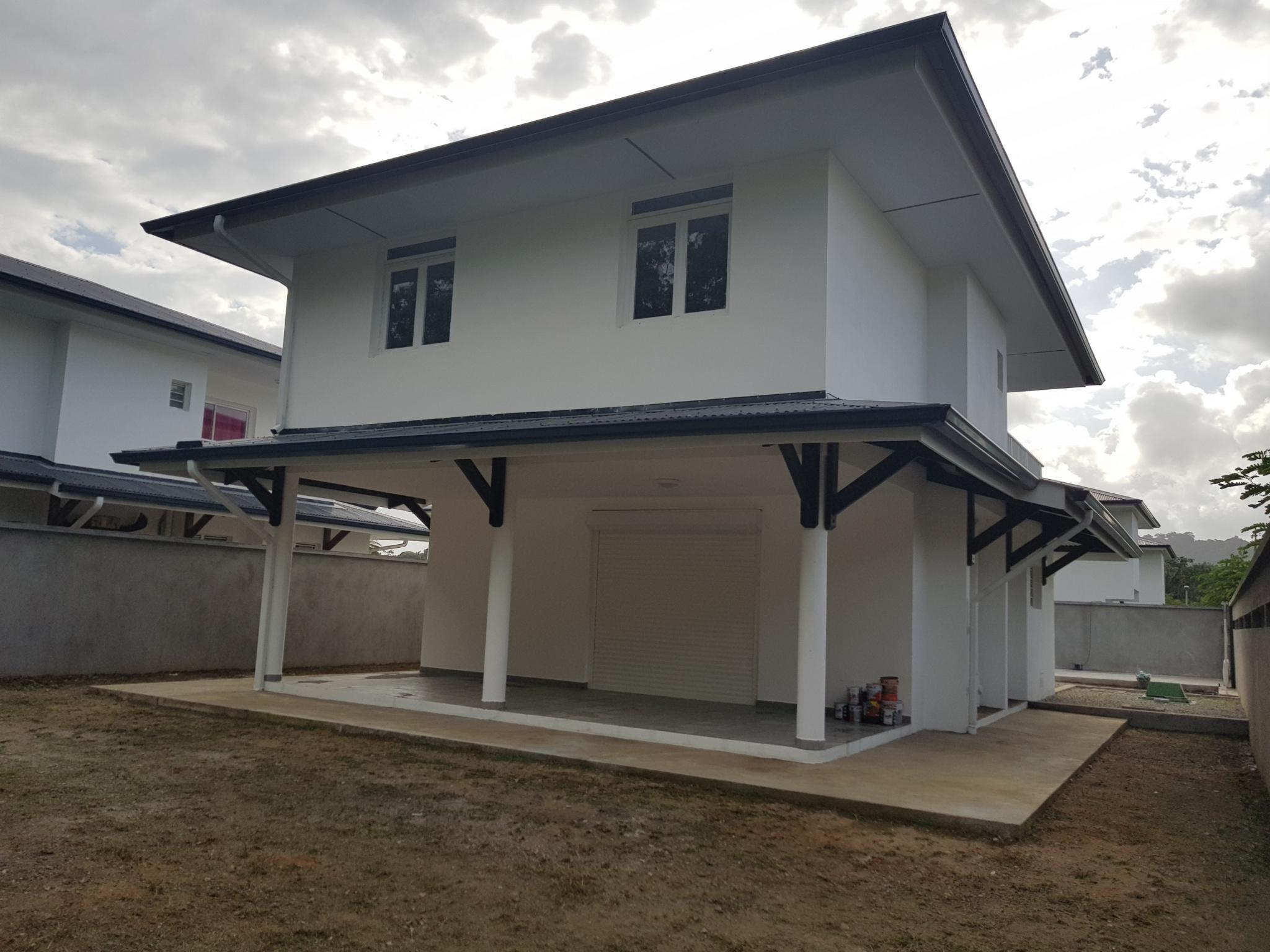 Maison coté arriere cour avec terrasse